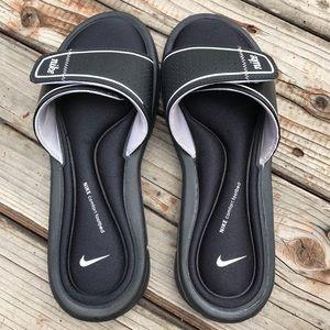 💕Preloved Ladies Size 7 Nike Slides💕